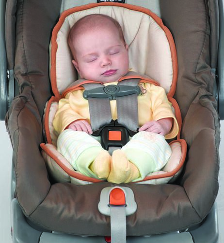 increase the safety of your newborn with the padded newborn insert for the KeyFit 30 car seat Graphica