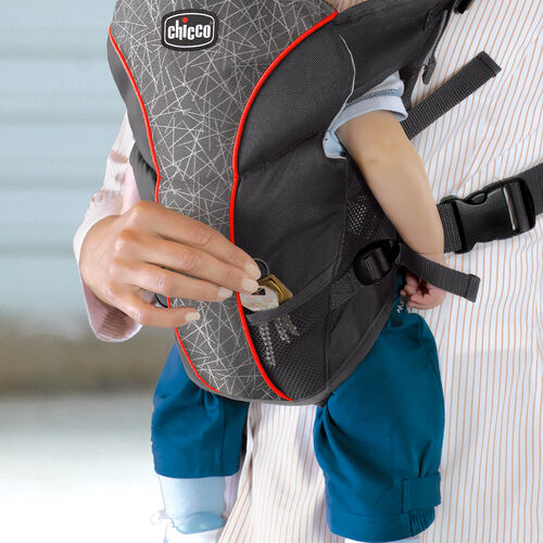Mesh pockets on the UltraSoft Carrier provide a place to store keys or pacifiers